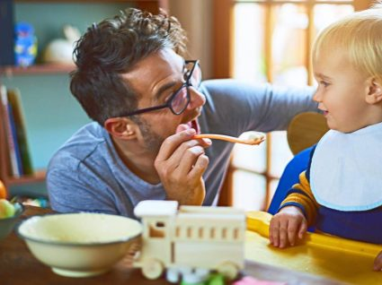 Pai que fica em casa: conciliar a paternidade com o trabalho
