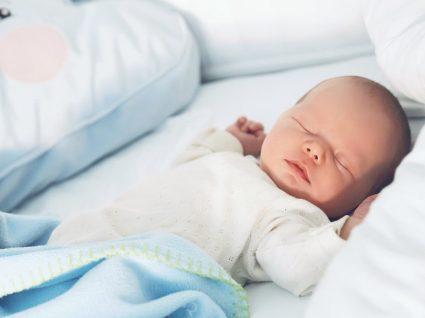 Sabe porque é que o bebé deve dormir de barriga para cima?