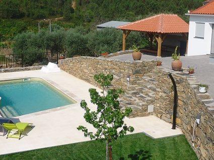 Casa da Ladeira: um refúgio com piscina para o verão
