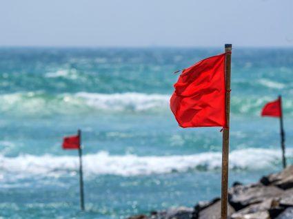 Alerta aos banhistas: duas praias de Albufeira fechadas a banhos por sujidade na água
