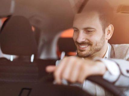 Saiba como se livrar do mau cheiro no carro em 4 passos