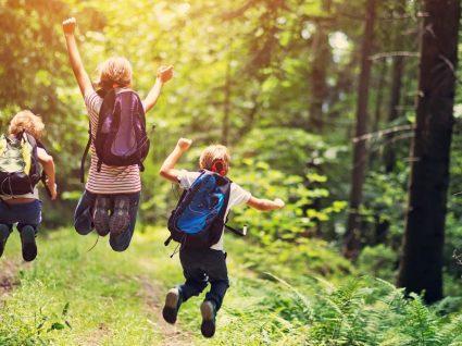 10 ideias de brincadeiras ao ar livre com os miúdos