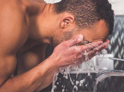Conheça os 5 melhores esfoliantes faciais para homem
