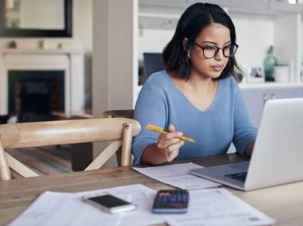 Poupar ou investir: qual a melhor opção?