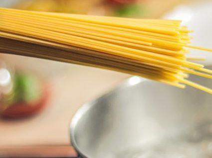 11 erros ao cozinhar massa que está a cometer
