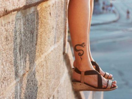 Sapatos em ráfia: os 5 que a vão fazer aderir à tendência