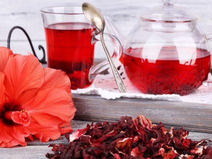 Chá de hibisco: conheça os benefícios