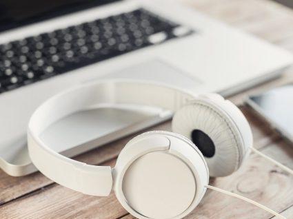 Trabalhar com música aumenta a produtividade: sim ou não?