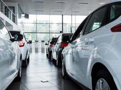 Cuidados a ter quando comprar carros usados em stands