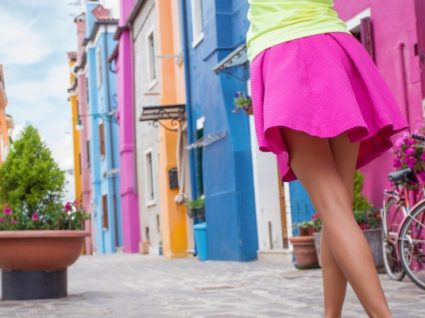 O neon é tendência: inspire-se nestes looks e saiba como usar