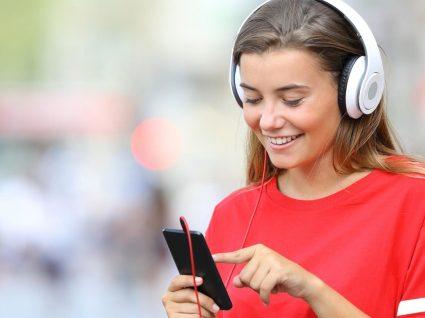 Como ouvir música do YouTube enquanto usa outras apps no telemóvel