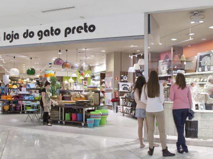 A Loja do Gato Preto está a reforçar lojas