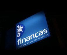 Carros apreendidos a devedores ao Fisco