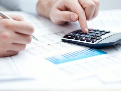 Acompanhar e corrigir um orçamento de finanças pessoais
