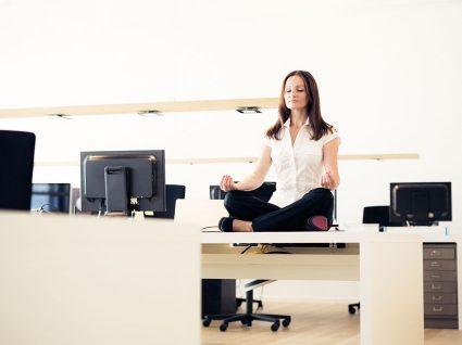 5 alongamentos no trabalho que deve fazer todos os dias