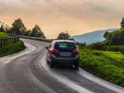 Alugar carro em viagem: tudo o que precisa de saber