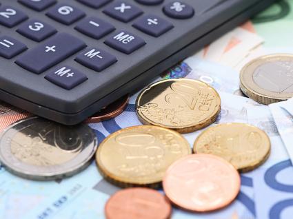 Bancos cobram cada vez mais taxas de manutenção