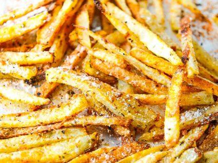 Como fazer as melhores batatas fritas assadas [com vídeo]