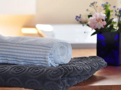 Sabe quando deve trocar as toalhas de banho?