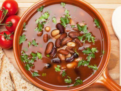 3 receitas de sopa de feijão que vai querer provar já