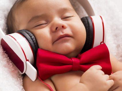 Guia essencial do bebé: tudo o que precisa para o 8º mês