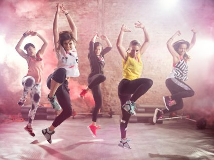 8 benefícios do zumba que o vão convencer a dançar