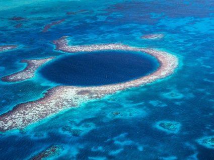 10 destinos onde pode ver a água mais azul do mundo