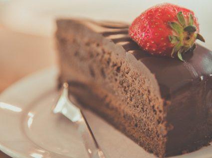 3 receitas de bolo de chocolate: com baunilha, com pimenta e integral