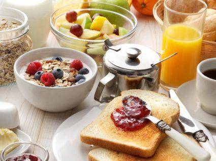 5 alimentos anti-inflamatórios para incluir no pequeno-almoço