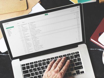 Descodifique algumas das frases nos e-mails de trabalho