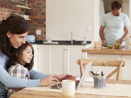 Mãe que trabalha em casa: como ser produtiva e feliz em 6 passos