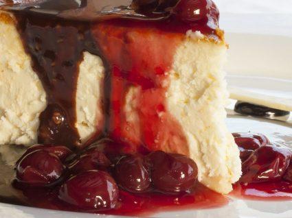3 sobremesas com cerejas: mousse, bolo e panetone