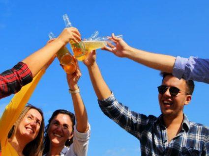 Neste campo de férias para adultos há… bar aberto