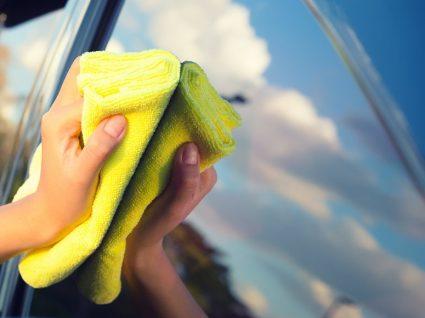 Como limpar os vidros do carro de forma eficaz