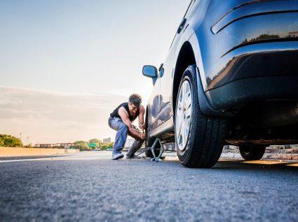 6 passos para trocar o pneu furado