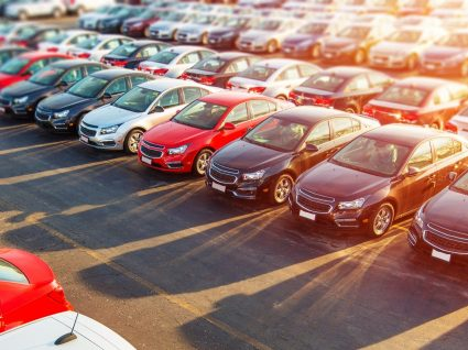 Venda de carros novos cai pela primeira vez nos últimos quatro anos