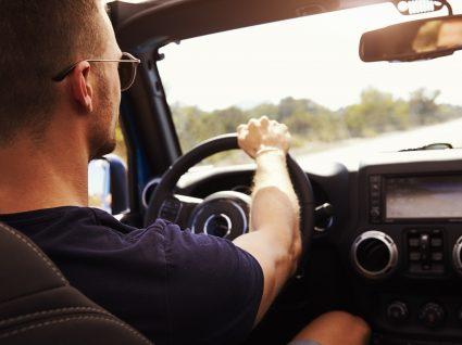 6 dicas para não ter o carro a cheirar a cigarro