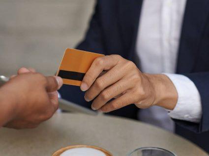 Cartão de refeição permite poupar 60 euros por trabalhador