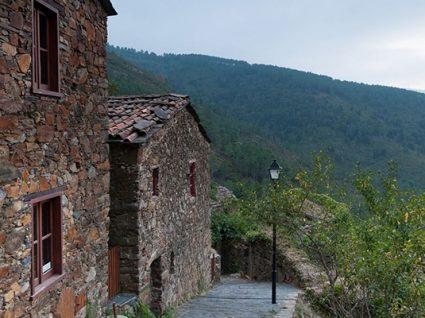 Cerdeira: a aldeia que é uma galeria de arte ao ar livre
