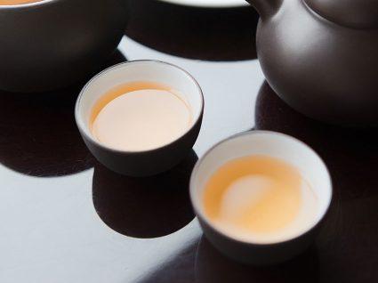 Chá branco: o antioxidante que melhora o humor