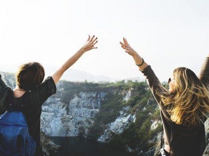 10 destinos incríveis para viajar com as amigas