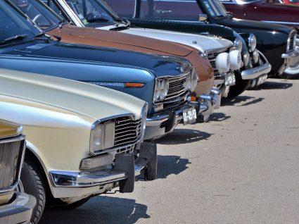 5 milionários que conduzem carros baratos