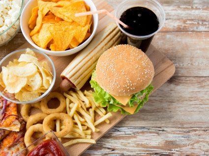 Governo aumenta taxa de bebidas açucaradas e pondera taxar 'junk food'