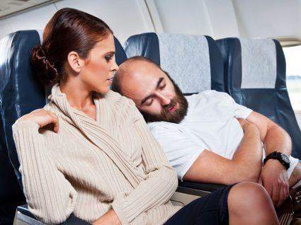 8 coisas parvas que os passageiros de avião fazem