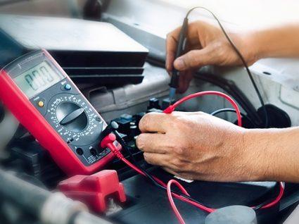 Como carregar a bateria do carro: 3 soluções