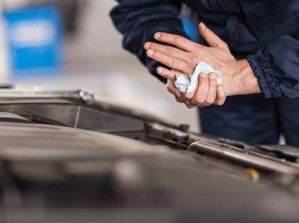 6 dicas para saber como limpar a bateria do carro
