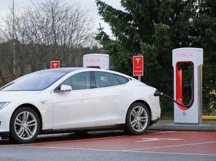 O que saber antes de comprar carros elétricos