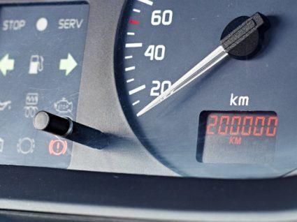 Saiba se vale a pena comprar um carro com 200 mil km
