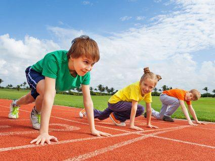 6 conjuntos económicos de sapatilhas e fatos de treino