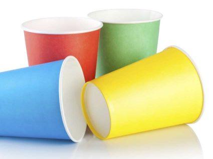 Copos de plástico vão ser proibidos em França